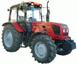 Трактор МТЗ 952 с 4-х корпусным плугом застрял в грязи.